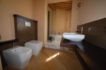 Pavimento parquet rovere mosaico in vetro monocolore marrone nonsolobagno arrediamo la qualit - Non solo bagno livorno ...