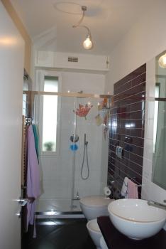 Bagno bardelli nonsolobagno arrediamo la qualit - Bagno con doccia davanti finestra ...